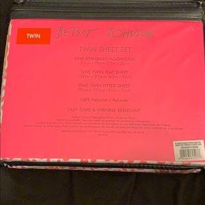 Betsey Johnson Bedding - Betsey Johnson twin sheet set cheetah pink